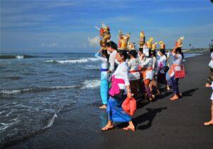 バリ島 ガルンガン 祭礼